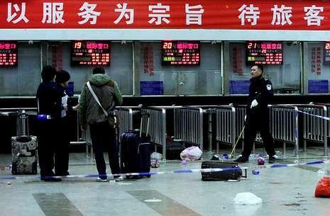 Human Rights Watch: «Acabar con las deportaciones sumarias».La policía investiga un ataque llevado a cabo en marzo por uigures en la estación de tren de Kunming.