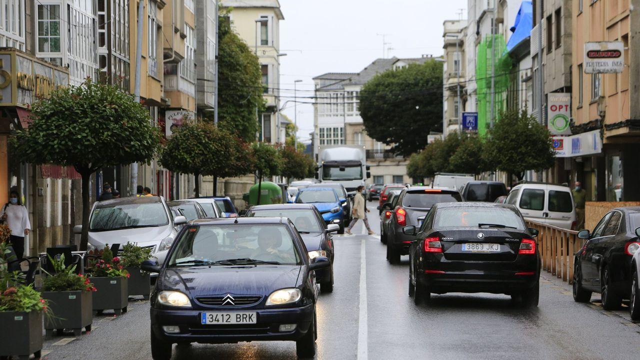 La posibilidad de implantar la zona azul en la rúa da Pravia ha generado diversas iniciativas estos años