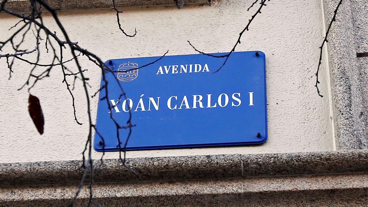 En directo: el Congreso recuerda el 40 aniversario del 23F.Placa colocada en la actual avenida de Juan Carlos I, en Pontevedra