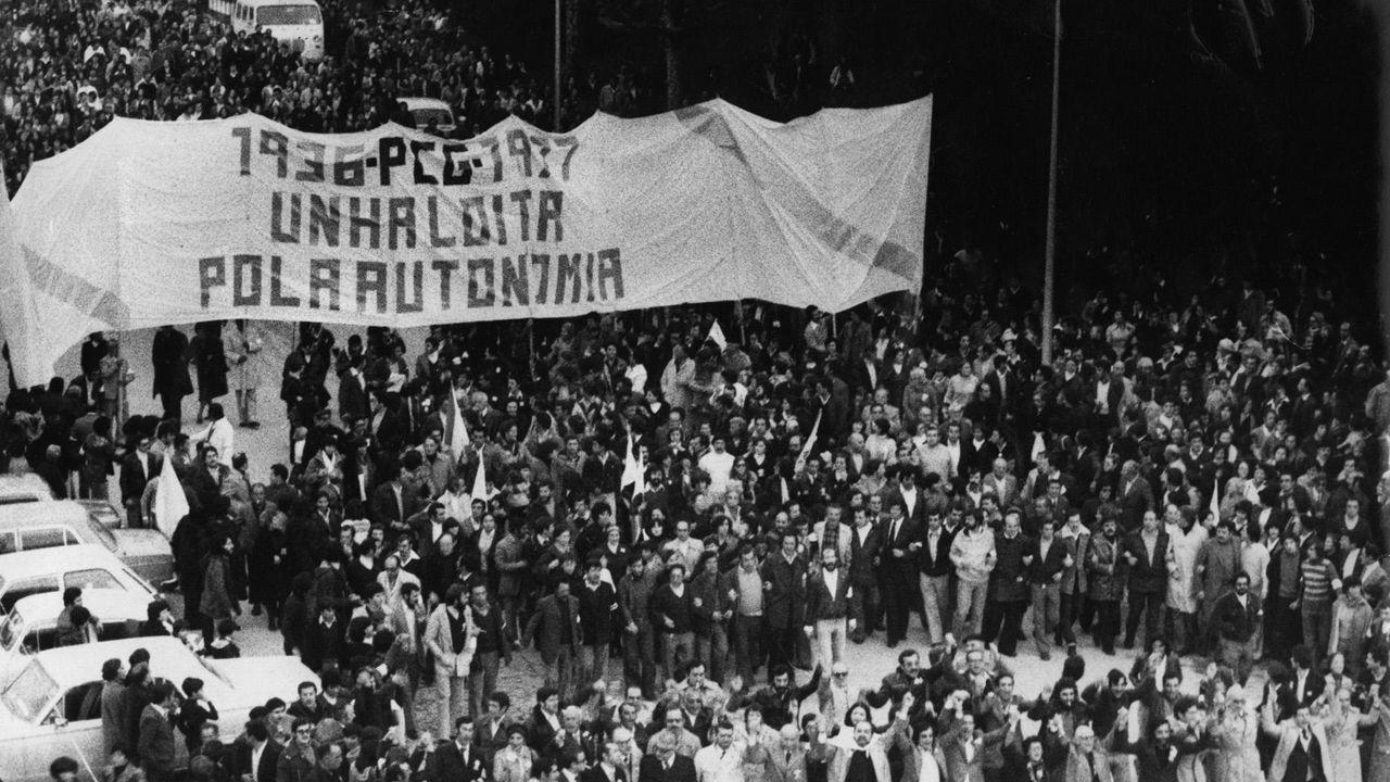 Manifestación pola autonomía para Galicia, en Vigo, en 1977, un dos momentos clave que permitiron recuperar o autogoberno en Galicia