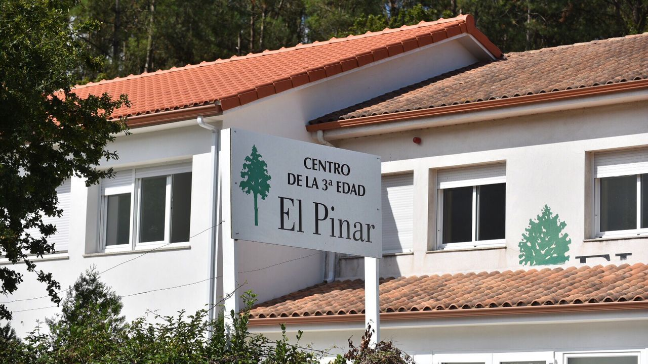 Estado de la Casa do Cortés tras la última limpieza.La Xunta tuvo que intervenir la residencia El Pinar