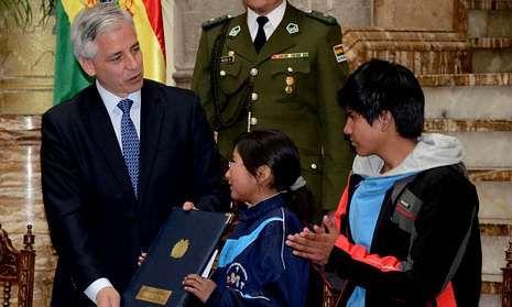 Gaza aprovecha la tregua para sanar sus heridas.El vicepresidente boliviano, Álvaro García Linera, promulga el Código Niño, Niña y Adolescente.