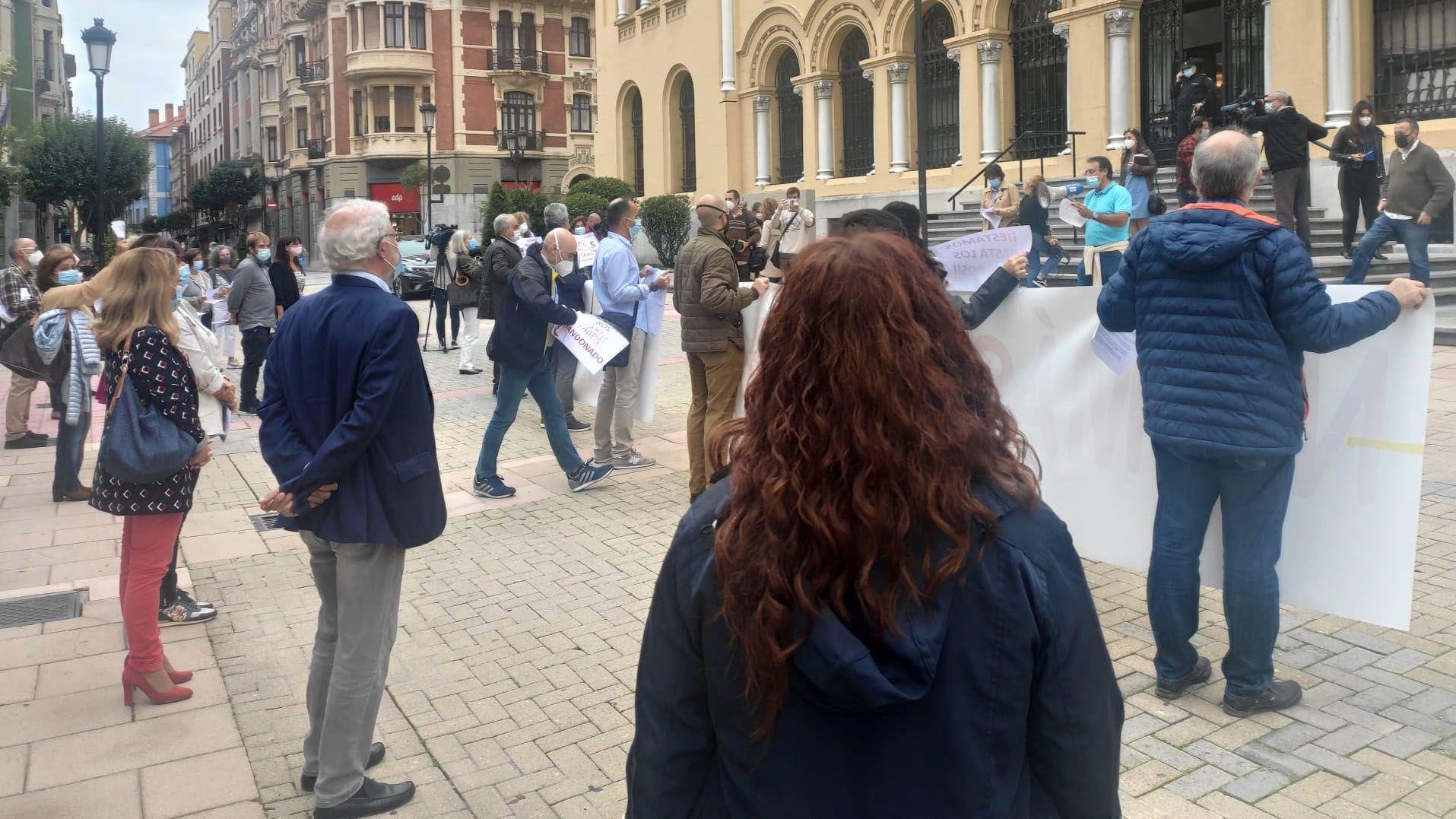Manifestación delante de Presidencia de médicos de atención primaria