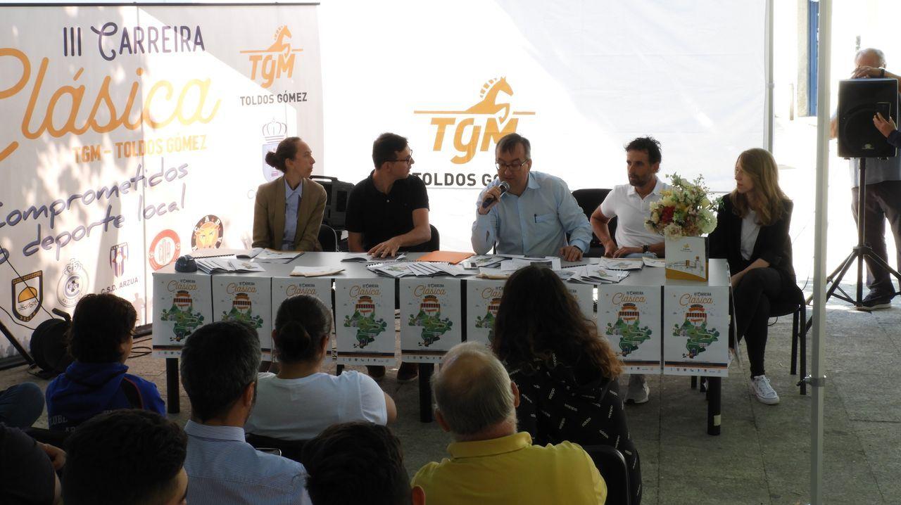 De lanzar arroz a usar laensiladora.Jesús Rial (izquierda) y Ricardo Cutrín (derecha) se ordernaron el mismo día en la Catedral de Santiago