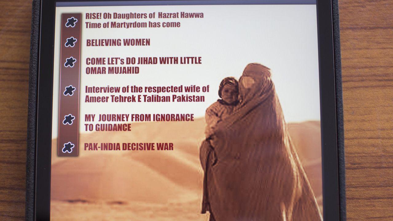 Contraportada con el índice de la revista femenina Sunnat-e-Khaula lanzada por los talibanes paquistaníes