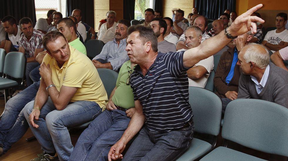 Rosa Quintana: «<span lang= gl >Os gandeiros deben organizarse»</span>.Los ganaderos esperan no tener que repetir imágenes como esta tomada en la huelga del 2012.