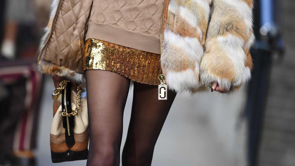 Chanel convierte París en una estación espacial.Varios modelos presentan algunas de las propuestas para la temporada otoño/invierno 2019/2010 del diseñador del Reino Unido Kim Jones para Dior este viernes durante la Semana de la Moda masculina de París