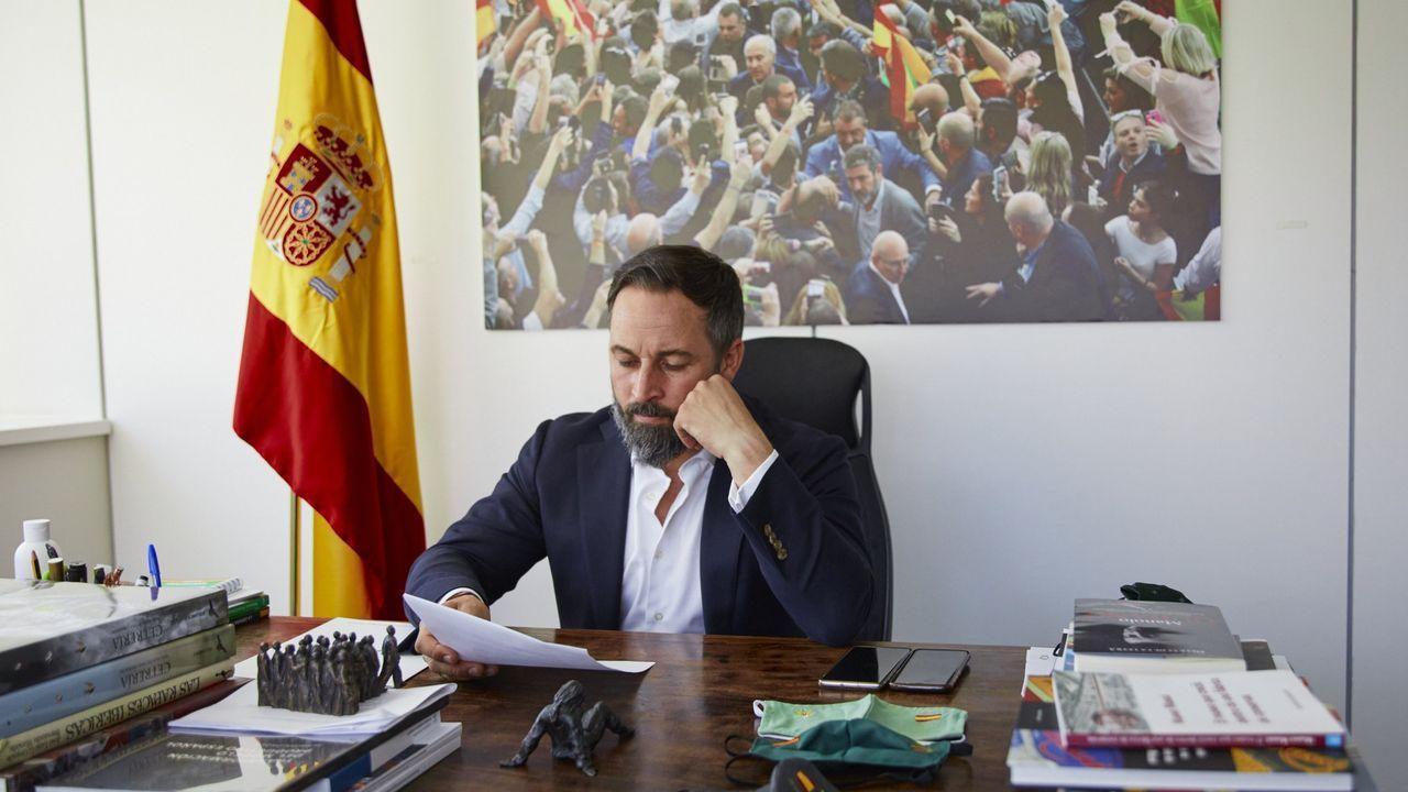 El presidente de Vox, Santiago Abascal, posa tras una entrevista con Europa Press en la sede del partido, en Madrid