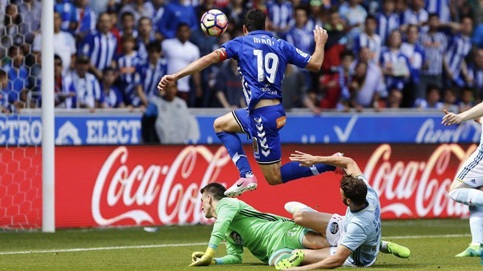 Machís y Diegui luchando por un balón en el Huesca-Oviedo de la 15/16