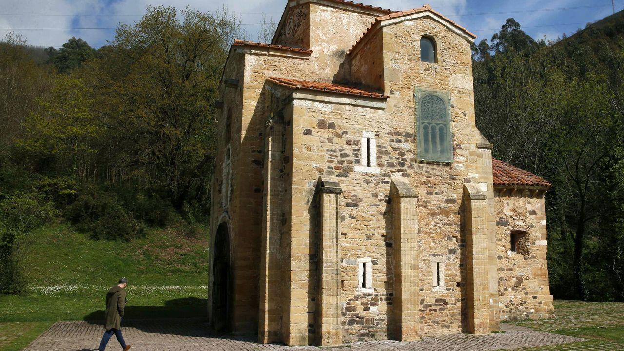 Vista de la Iglesia de San Miguel de Lillo, a quien la Secretaría de Estado de Cultura destinará 663.962,82 euros al proyecto de restauración de las pinturas y revestimientos murales de dicha iglesia, unos trabajos que se iniciarán en mayo y que se desarrollarán durante 18 meses.