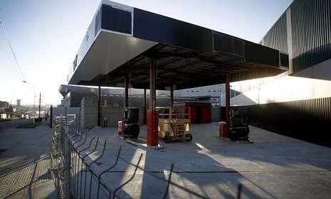 La gasolinera está en la calle Severo Ochoa, en el polígono de la Grela.