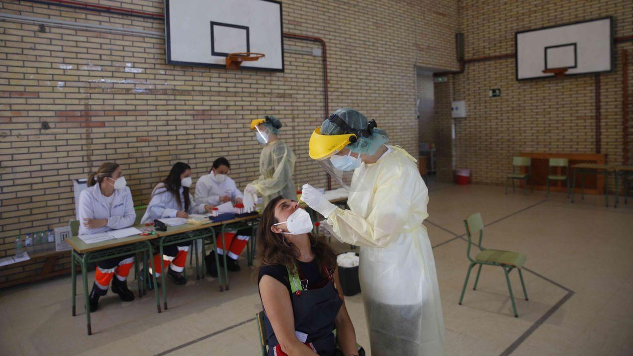La comunidad educativa del CEIP Portonovo, en Sanxenxo, se sometió este jueves a un cribado con PCR