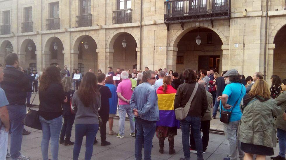 Concentración a favor del referéndum catalán en Avilés