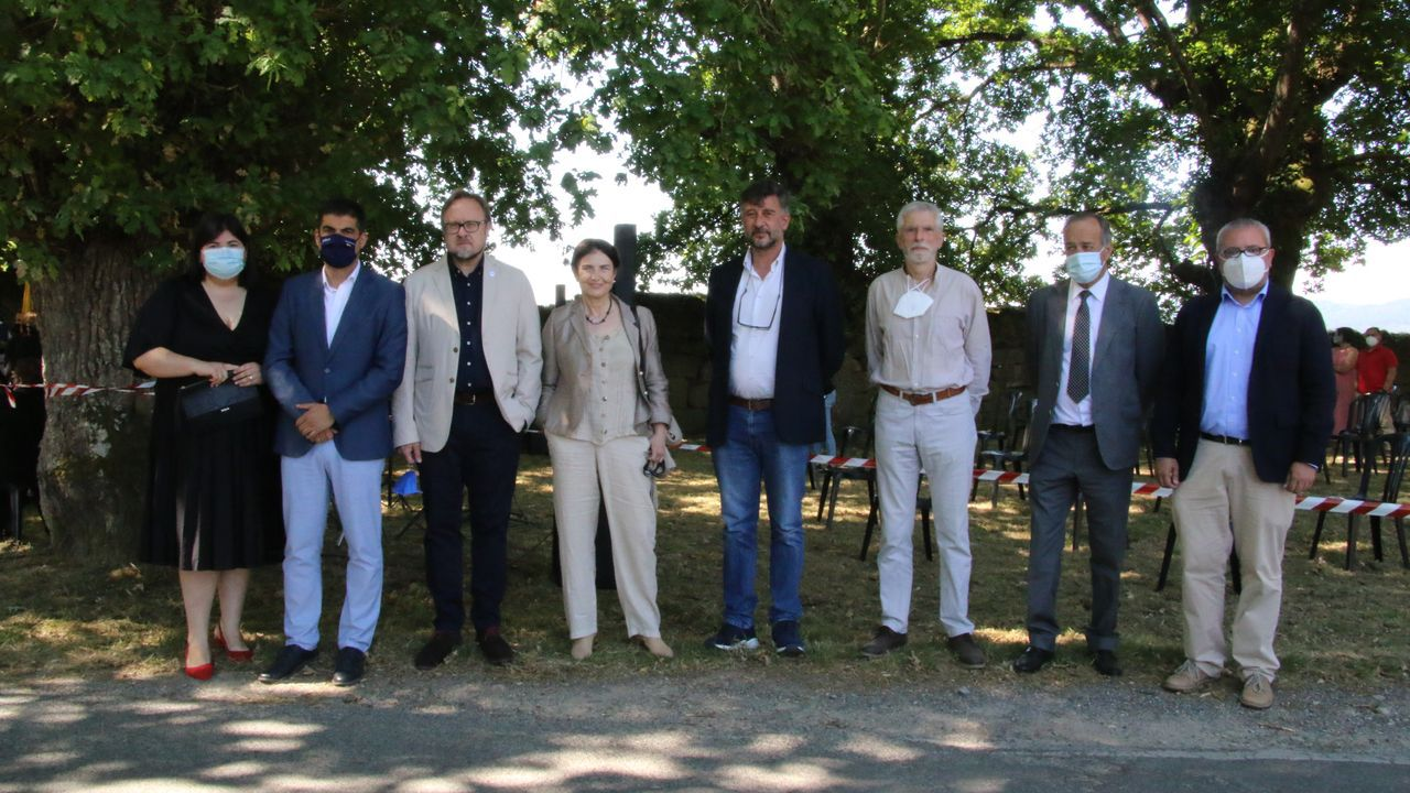 Polos miradoiros da provincia de Ourense.Os premiados, xunto coas autoridades que participaron no acto