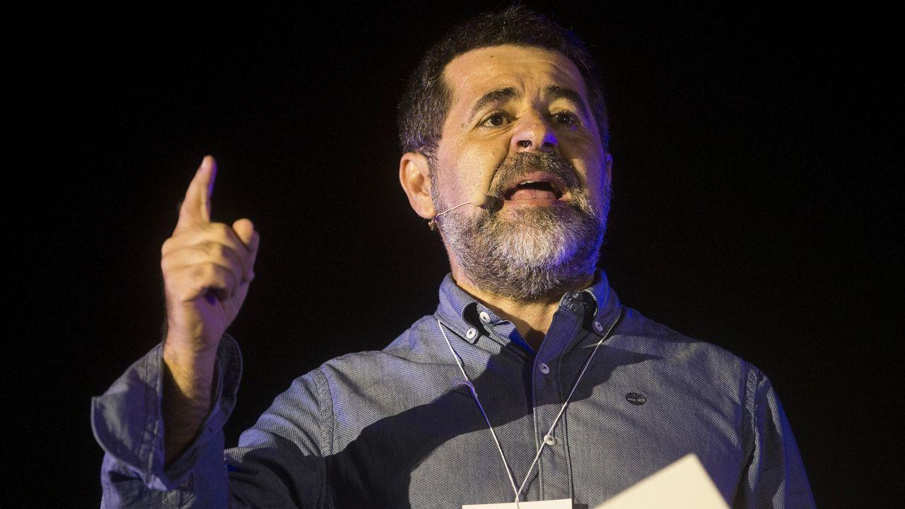 El himno de España se cuela en la ofrenda floral del Govern por la Diada.La presidenta de ANC, Elisenda Paluzie,