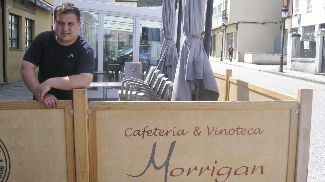 Michael trabaja en el Morrigan, un bar con siete empleados de Lourenzá. palacios