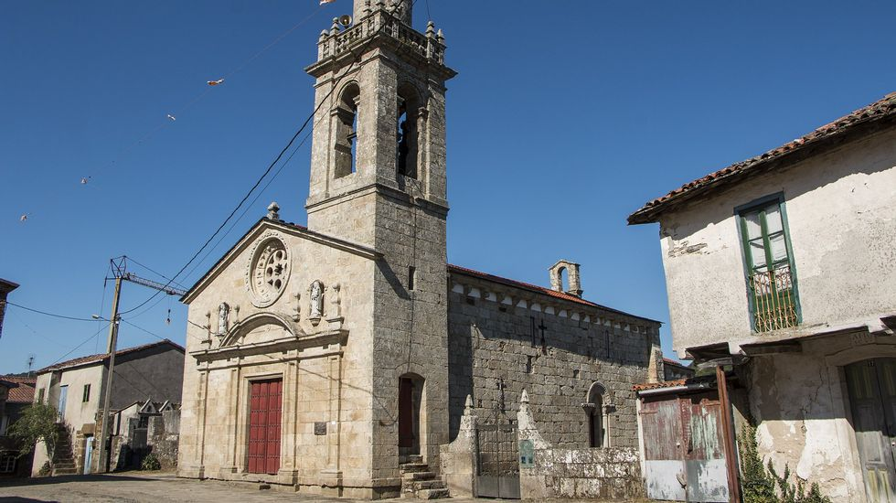 Unha vista exterior da igrexa de Nogueira de Miño, de orixe románica, pero moi reformada en épocas posteriores