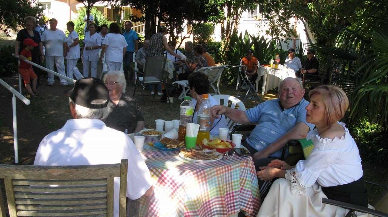 La Festa da Fabada dio sabor a la feria de Paiosaco.Instalaciones de Lonia Textil en el polígono industrial de Pereiro de Aguiar