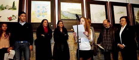 Inauguración de la exposición del Rosalía de María Jesús Reboredo, a la derecha.