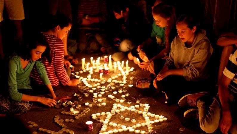 La tensión aumenta en Jerusalén.Vigilia por los adolescentes hallados muertos