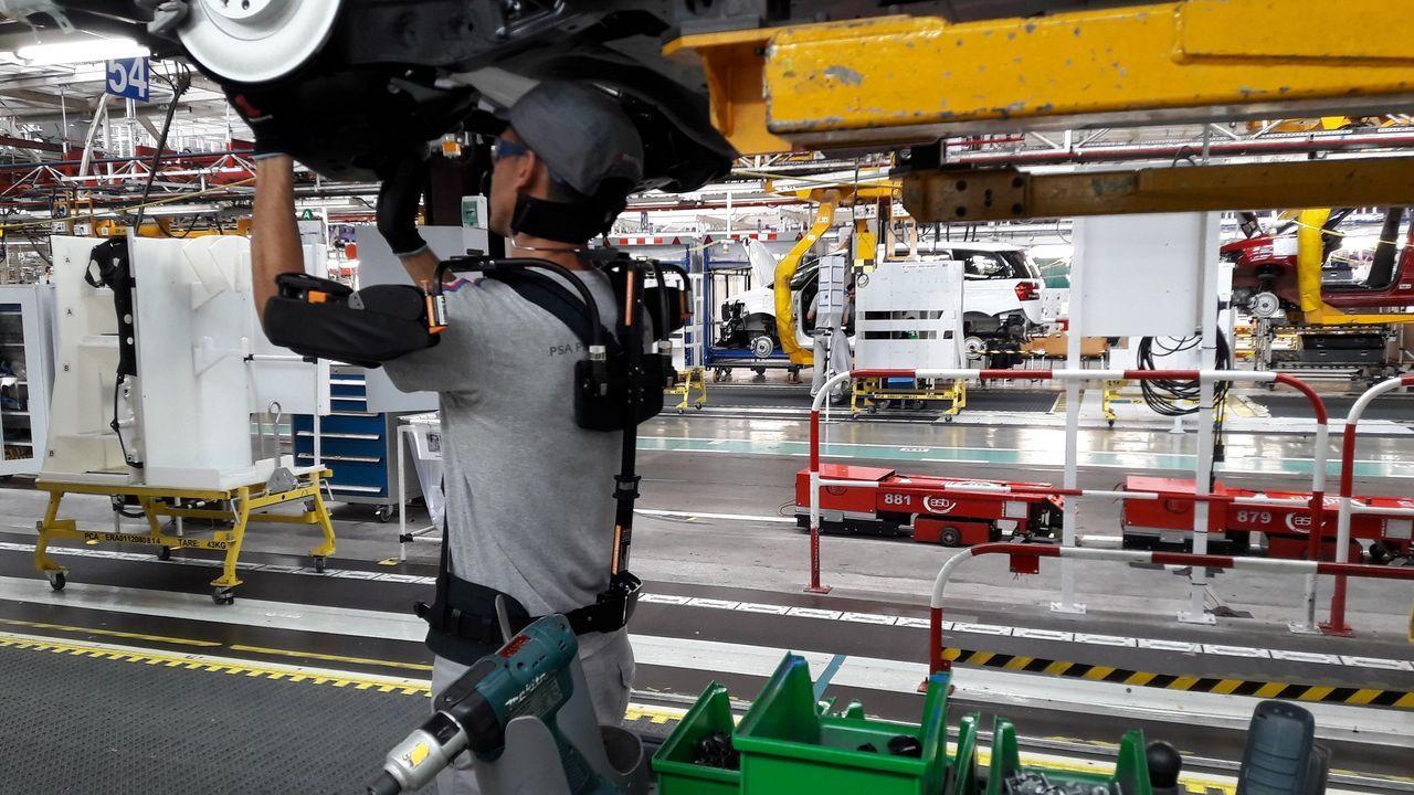 Primera feria de coches en Ribeira.Llega el primer coche eléctrico de Mercedes