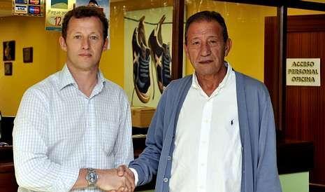 El Racing de Ferrol presenta las nuevas equipaciones para la temporada 2014-15.El técnico Manolo García cuenta con el máximo apoyo por parte del presidente del Racing, Isidro Silveira.