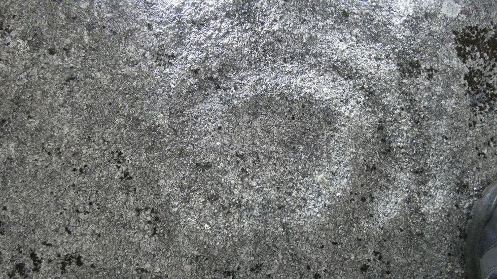 Círculos concéntricos del petroglifo hallado entre Donís y O Pando, en Cervantes