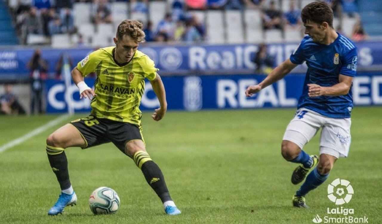 Jimmy Alex Blanco Real Oviedo Zaragoza Carlos Tartiere.Jimmy pugna por un esférico con Álex Blanco
