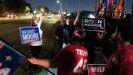 Seguidores de Trump discute con partidarios de Biden en Houston, Texas