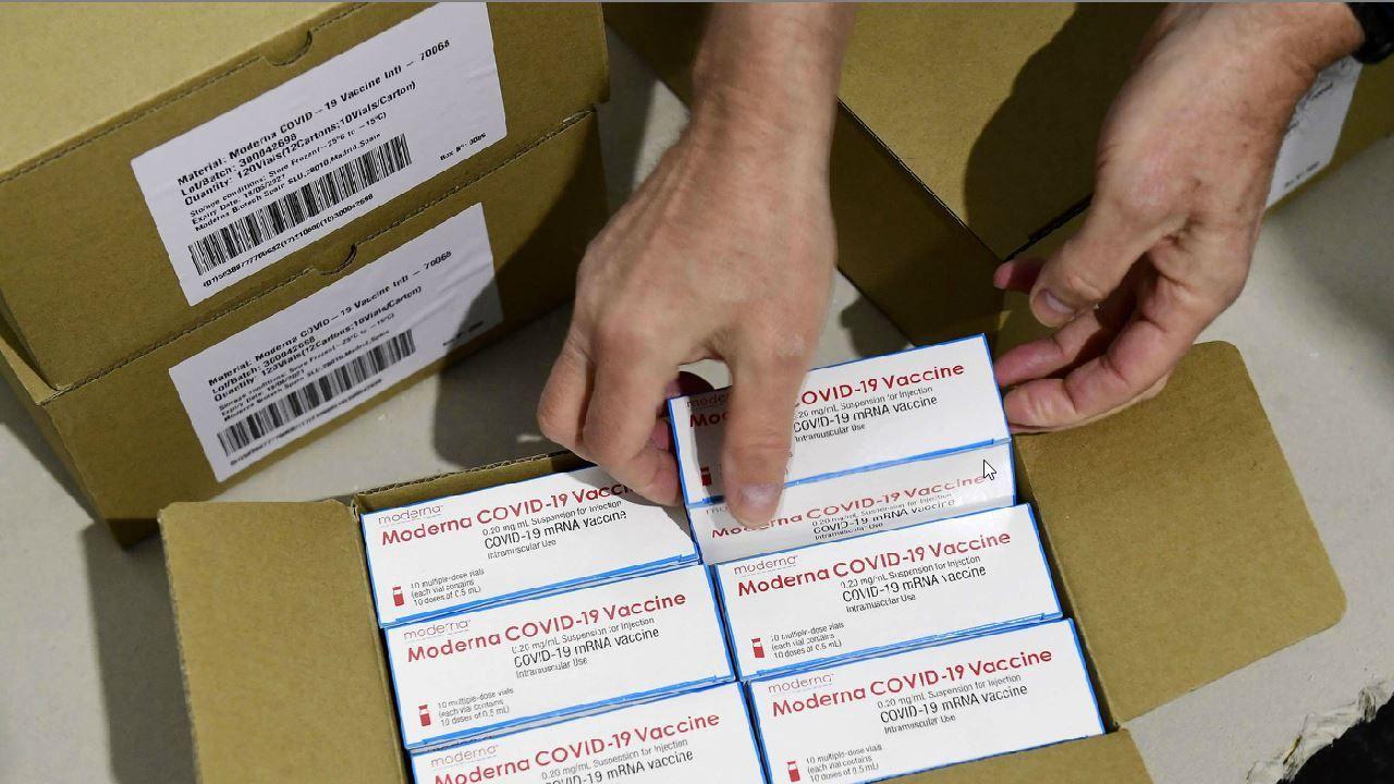 Llegan a España las primeras dosis de la vacuna de Moderna.Juan Carlos Garrido
