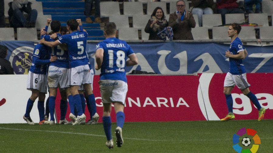 El Real Oviedo celebra el gol de Toché frente al Elche