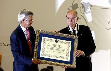 Juan Salle con Albor el día en que nombraron a este socio de honor.