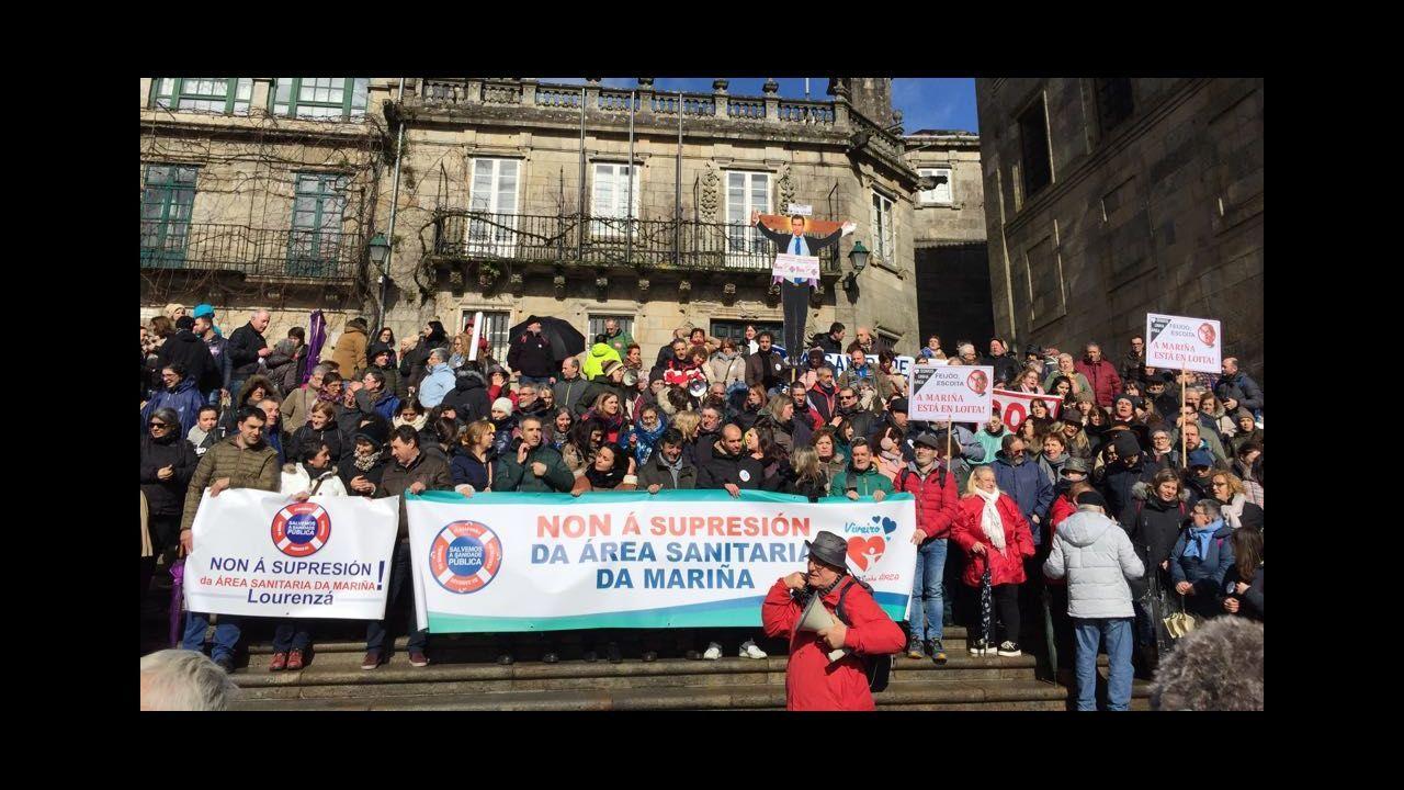 AMariña protesta en Santiago contra los recortes en sanidad