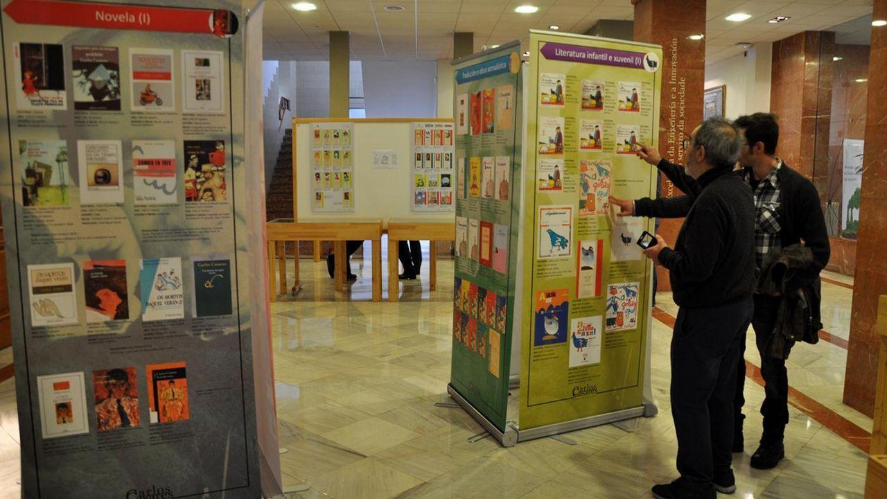 Yosi presenta la Feira do Libro de Ourense.Ramón Loureiro, César Antonio Molina, José Ramón Ónega, Ramón Pernas y Laura Rodríguez, en la presentación de la novela «Al rey de los ángeles»