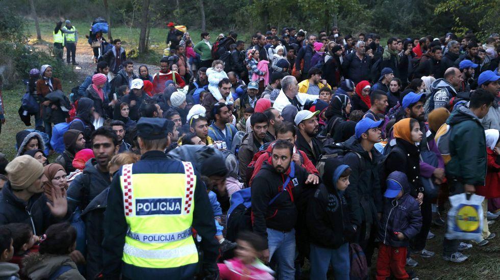 Cientos de refugiados intentan cruzar la frontera antes de que Hungría la cierre.El presidente polaco, Andrzej Duda, y el presidente del Consejo Europeo, Donald Tusk (a la derecha), después de su reunión en Bruselas.