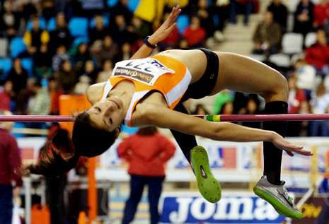 La atleta monfortina competirá mañana en la final de la prueba de salto de altura en Utrecht