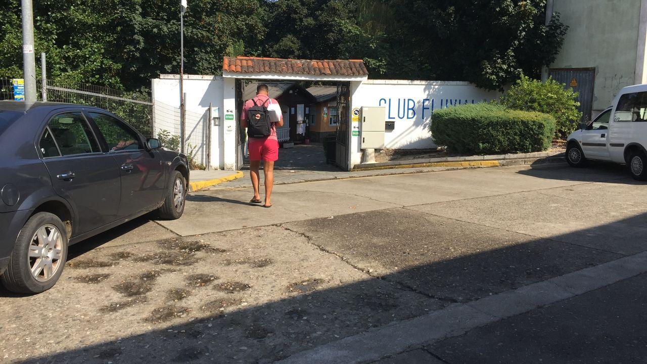 El club fluvial de Monforte volvió ayer a acoger a usuarios tras estar cerrado desde el lunes