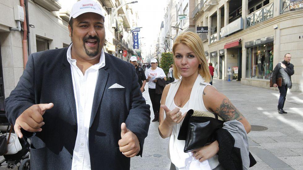 Sinaí Giménez con Beatriz Giménez, número cinco de su lista y protagonista de una portada de Interviú