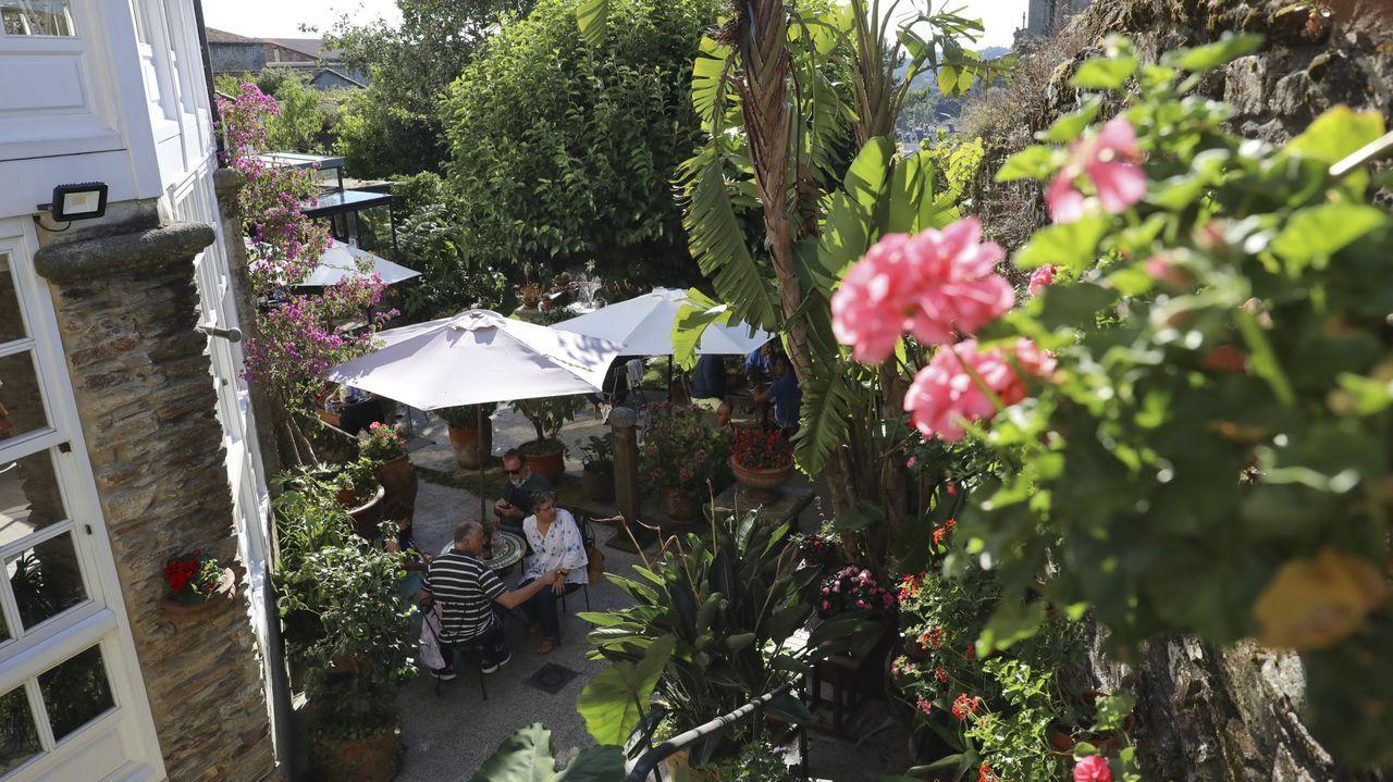 El hotel Costa Vella reabre hoy, y con él su popular jardín terraza