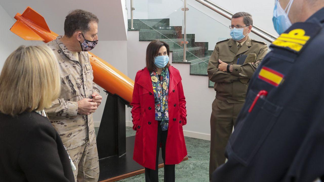 La ministra de Defensa, Margarita Robles, este jueves en la  base militar de Retamares, en Madrid