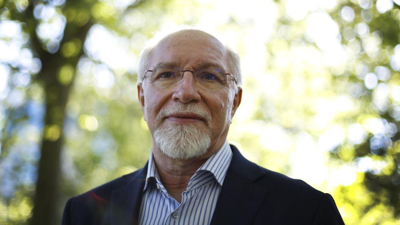 Martín Vázquez Cantero, a la entrada del edificio de La Laboral
