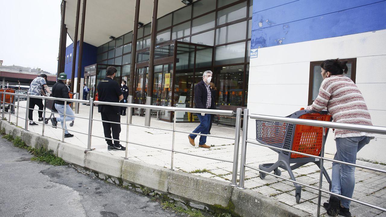 El Gadis de Viveiro, uno de los supermercados de A Mariña donde este sábado se limitó la afluencia y se repitieron las colas por las compras