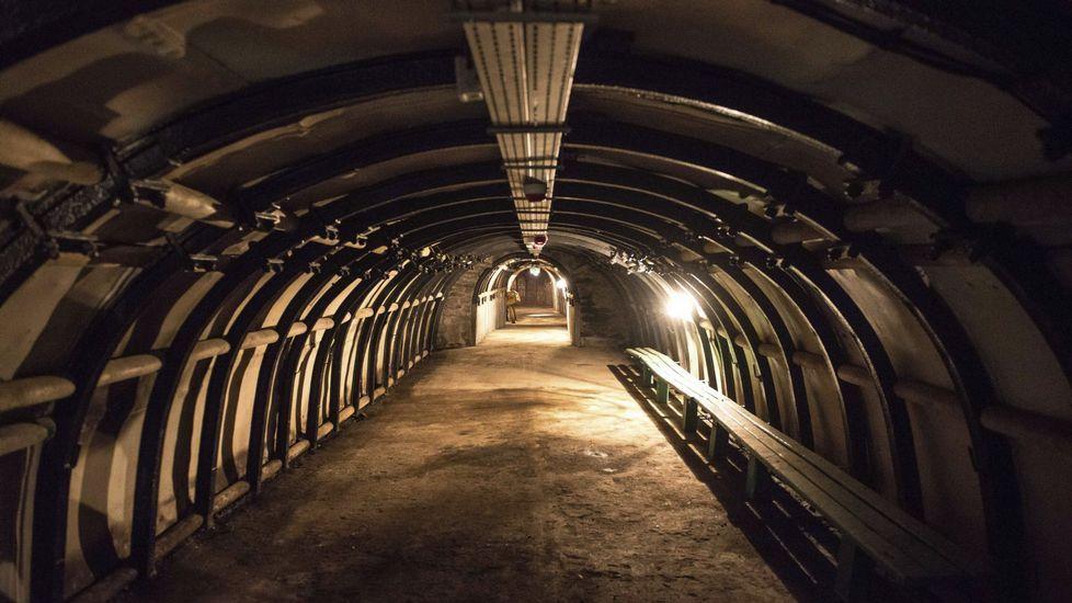 Antigua mina en el Centro de Mina, Ciencia y Arte en Walbrzych (Polonia)