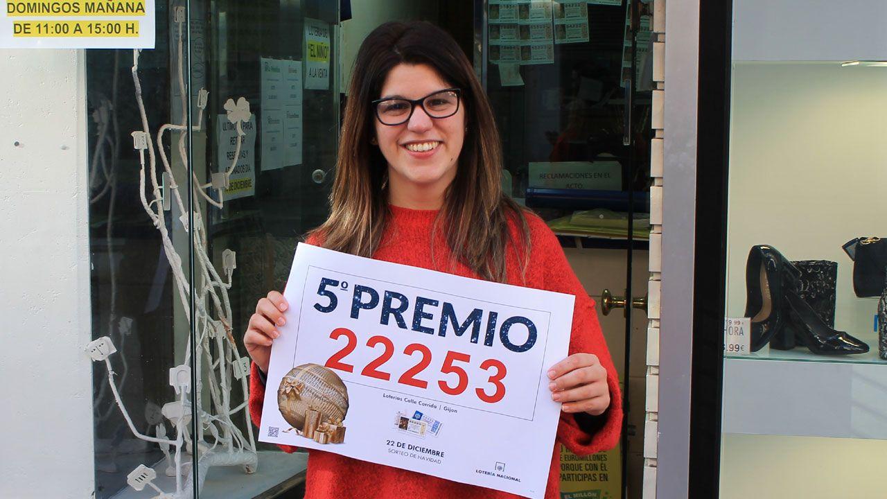 Premiados en la Lotería de Navidad.Esteban Morales vendió en la administración de la calle Gil de Jaz diez décimos del 22.253, un quinto premio