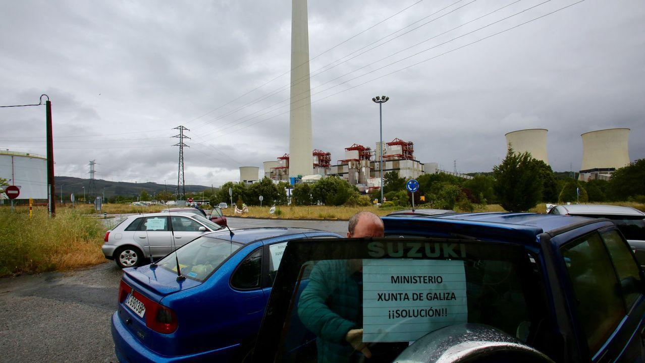Trabajos de apertura de viales de una concentración parcelaria que tuvo lugar en Mazaricos