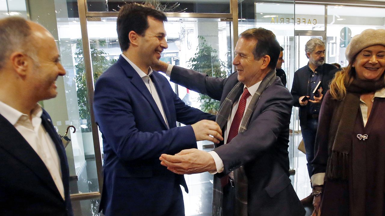 Suciedad en los trenes Vigo-A Coruña.Feijoo, este lunes, durante su comparecencia para anunciar la convocatoria de elecciones autonómicas