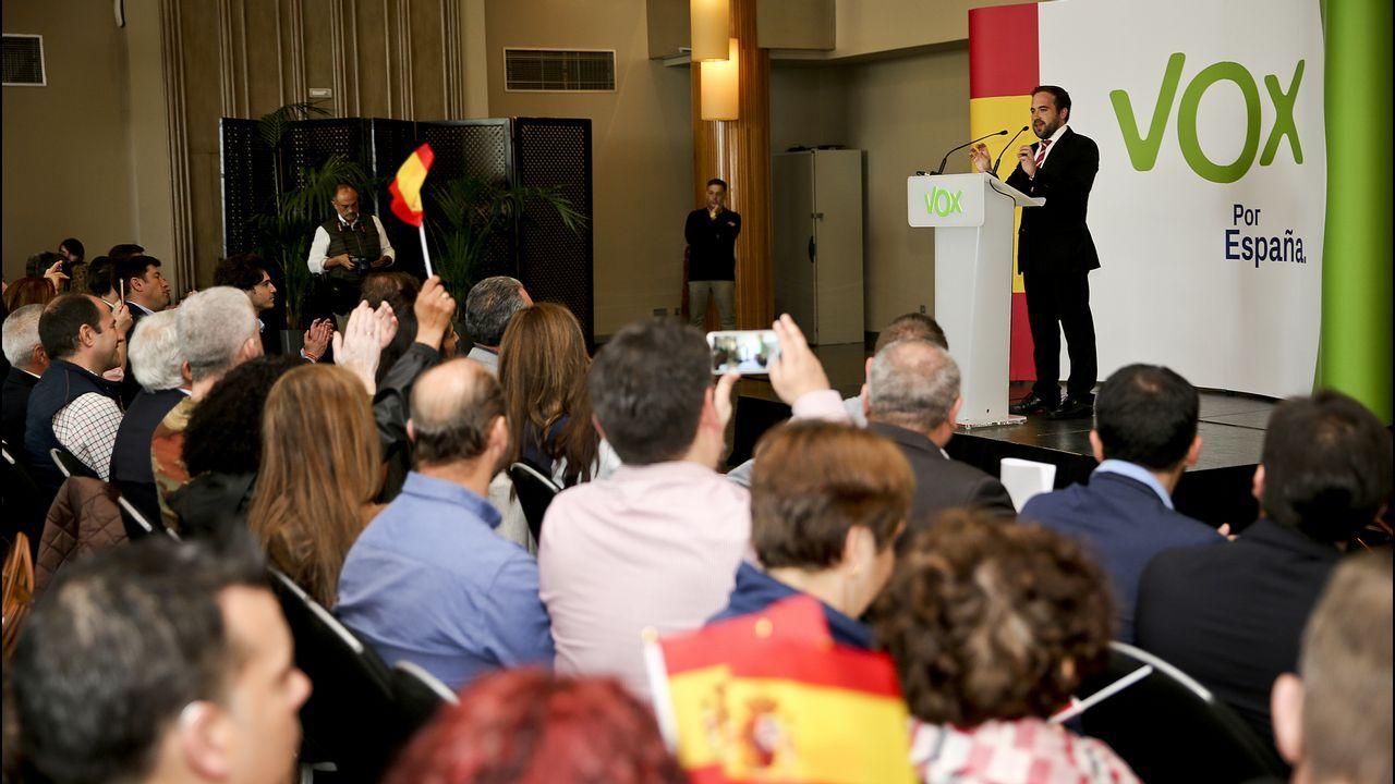 Pablo Iglesias, de mítin en Vigo.Albert Rivera, en uno de los bloques del debate