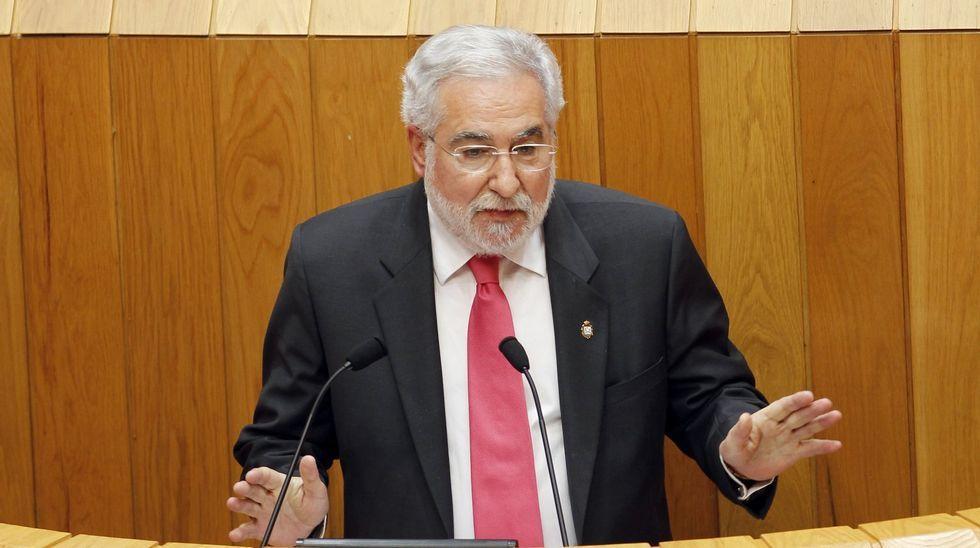 Santalices se estrena como presidente del Parlamento de Galicia.Maruja Groba Casas, que cumplió anteayer 80 años, ante un plato de lamprea rellena.