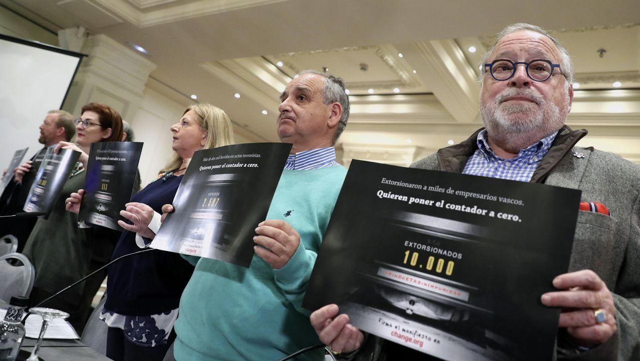 Una veintena de familiares de víctimas e intelectuales advirtieron contra el intento de ETA de «poner el contador a cero»