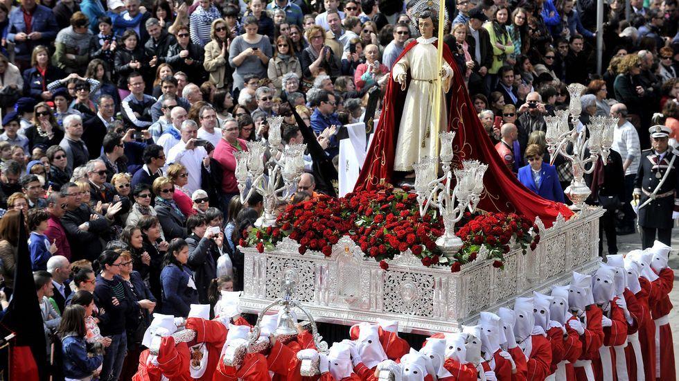 El Santo Encuentro representa un pasaje de la Biblia con la Virgen, la Verónica y San Juan, arropando a Cristo portando la cruz